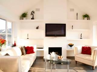 Family garden room lounge:   by GA Interiors