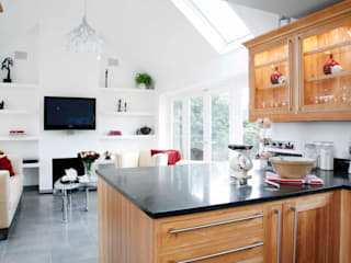 Family Lounge and Kitchen (Hertfordshire, UK): classic  by GA Interiors, Classic
