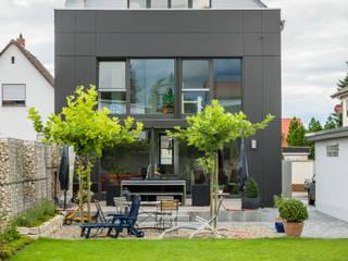 Box House - Einfamilienwohnhaus, Lorsch Helwig Haus und Raum Planungs GmbH Moderner Garten