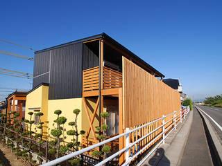 連格子のある家 モダンな 家 の Atelier繁建築設計事務所 モダン