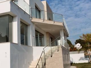VIVIENDA UNIFAMILIAR EN MIJAS Casas de estilo moderno de REQUE-GALLEGO Arquitectos Moderno