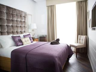 Spacious Master Bedroom:   by GA Interiors