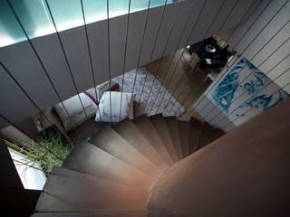 GARDEN ROOF HOUSE:  in stile  di MetroArea Architetti Associati