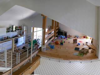 Dormitorios infantiles de estilo escandinavo de Snegiri Architects Escandinavo