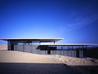 House in Yatakayama Case moderne di 藤本寿徳建築設計事務所 Moderno