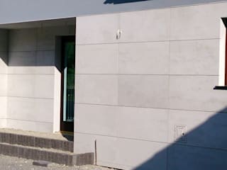 Architectural concrete on elevation Modern houses by Luxum Modern