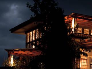 edificio ad alto contenuto tecnologico - villa primavera_duemiladieci mondovì Balcone, Veranda & Terrazza in stile moderno di studioarchitetturagolinelli Moderno