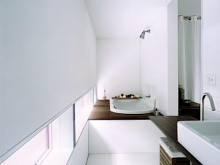 Minimalist style bathrooms by Cattaneo Brindelli architetti associati Minimalist