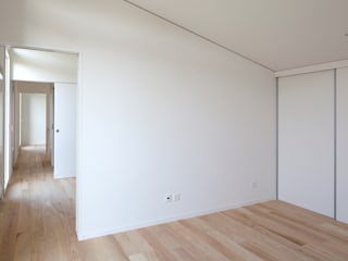 Minimalist walls & floors by Cattaneo Brindelli architetti associati Minimalist