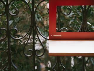 MANUELA:  de estilo  de NIMIO · muebles que buscan personas