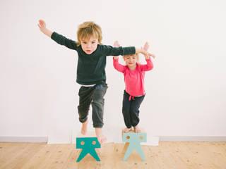 THE WALRUS FAMILY: Habitaciones infantiles de estilo  de NIMIO · muebles que buscan personas