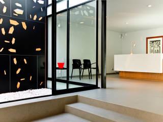 NOTARIA 15:  de estilo  por Taller5 Arquitectos