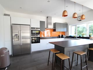 ​White and grey Schuller units with solid black Dekton worktops (by Cosentino) AD3 Design Limited Modern kitchen