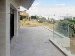 VIVIENDA UNIFAMILIAR AISLADA EN MIRADOR DEL ROMERO: Casas de estilo  de MATEOS CORTÉS - Estudio de Arquitectura