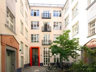 Maisons classiques par WAF Architekten Classique