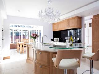 Twisted Kitchen:  Kitchen by Designer Kitchen by Morgan