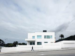 Casas de estilo moderno de Barbosa & Guimarães, Lda. Moderno