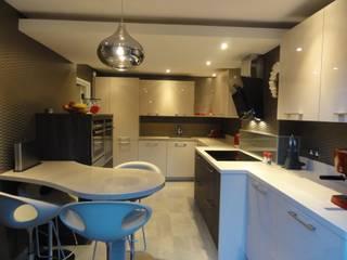 MR & MRS LAWLESS KITCHEN Modern kitchen by Diane Berry Kitchens Modern