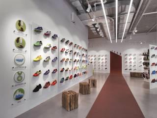 Sportgeschäft:  Geschäftsräume & Stores von SCHATZ + LICHTDESIGN