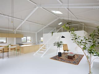 House in Yoro: AIRHOUSE DESIGN OFFICEが手掛けたリビングです。