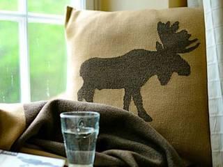 Elk - Kissen in Camel: skandinavische Wohnzimmer von Lenz & Leif