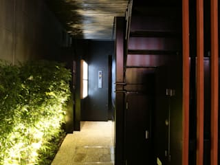小町ビル モダンなレストラン の KEY OPERATION INC. / ARCHITECTS モダン