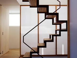 藤久保の家 吉田豊建築設計事務所 YUTAKA YOSHIDA ARCHITECT & ASSOCIATES モダンスタイルの 玄関&廊下&階段
