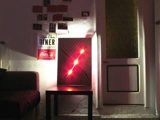 Quadro lampada Mister X:  in stile  di CatturArti design Lab