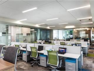 Área trabajo común en oficinas homify Oficinas de estilo moderno