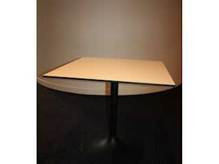 TABLE CARREE DESIGN TULIPE:  de style  par So Chic So Design