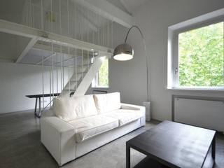 MINI FLAT PARIOLI: Soggiorno in stile  di lad laboratorio architettura e design