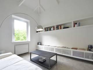 MINI FLAT PARIOLI: Soggiorno in stile in stile Minimalista di lad laboratorio architettura e design