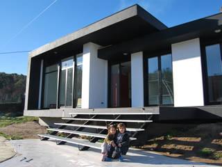 Vivienda en Antas, A Lama Casas de estilo moderno de MUIÑOS + CARBALLO arquitectos Moderno