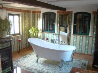 Paredes y pisos de estilo rural de Casa:1 Zementfliesen Rural
