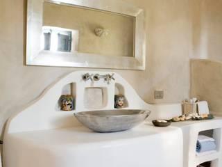 Bagno padronale - Lavabo:  in stile  di Archigiano