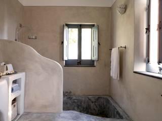 Bagno padronale - Vasca in muratura:  in stile  di Archigiano