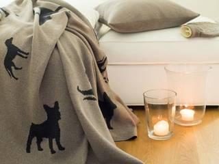 Dogs - Decken, Kissen und Wärmflaschen in gedeckten Farben: modern  von Lenz & Leif,Modern