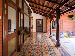 The verandah by M+P Architects Collaborative Rustic
