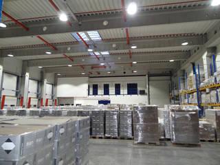 Logistikhalle:  Geschäftsräume & Stores von LEDAXO GmbH & Co. KG