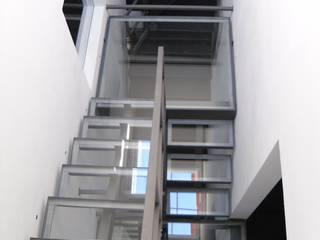 Ristrutturazione residenziale a Firenze: Ingresso & Corridoio in stile  di de vita e fici architetti associati