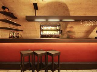 Birreria Bar & Club in stile minimalista di francesco marella architetto Minimalista