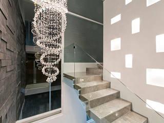 casa CeRo: Pasillos y recibidores de estilo  por NonWarp