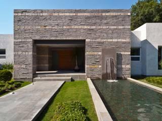 Fachada 2 Casas modernas: Ideas, imágenes y decoración de homify Moderno