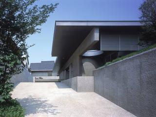 南アプローチ全景: JWA,Jun Watanabe & Associatesが手掛けたリビングです。,