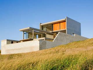 Casa Jaguary:   por obra arquitetos ltda