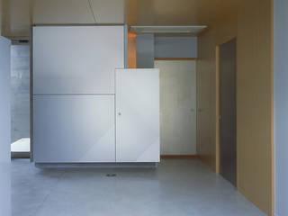エントランスホールの様子: JWA,Jun Watanabe & Associatesが手掛けた廊下 & 玄関です。,