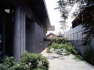 VILLA GAMAGORI Balcones y terrazas modernos de JWA,Jun Watanabe & Associates Moderno