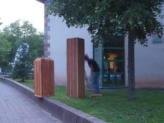Sculptures extérieures:  de style  par Gilles Ansel Bois et Lumière