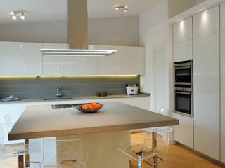 Attico di luce a Ravenna Cucina moderna di Atelièr di progettazione Moderno