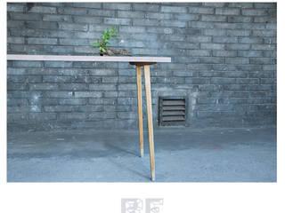 Bukowe biurko z dębowymi nogami od ReNowe Art Skandynawski